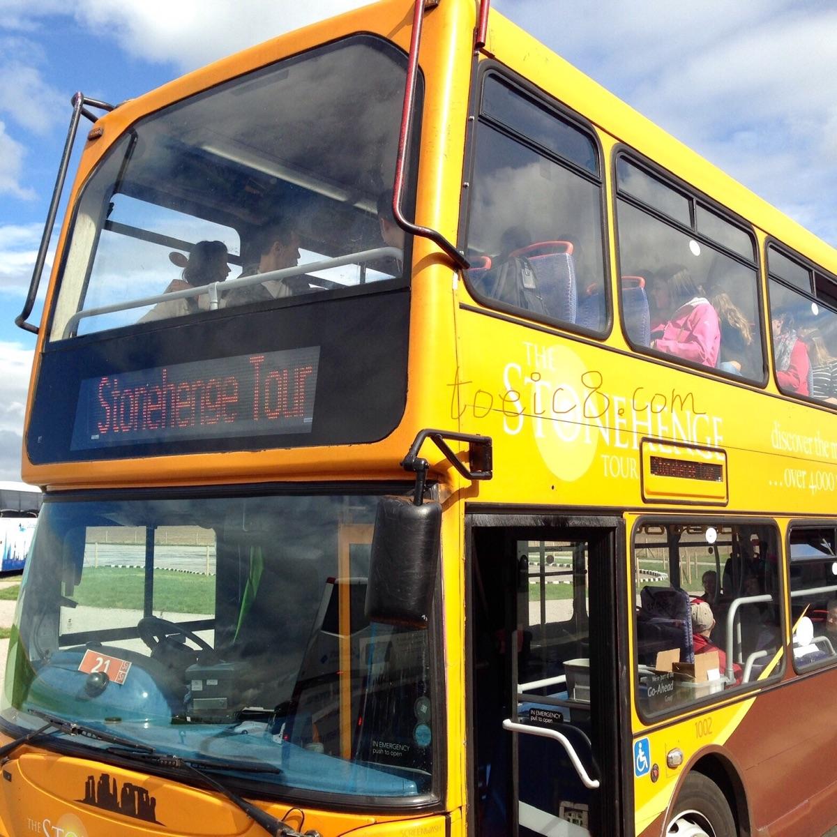 TOEIC研究室きくメルマガ第19話の写真イギリスのストーンヘンジに向かうバスです。