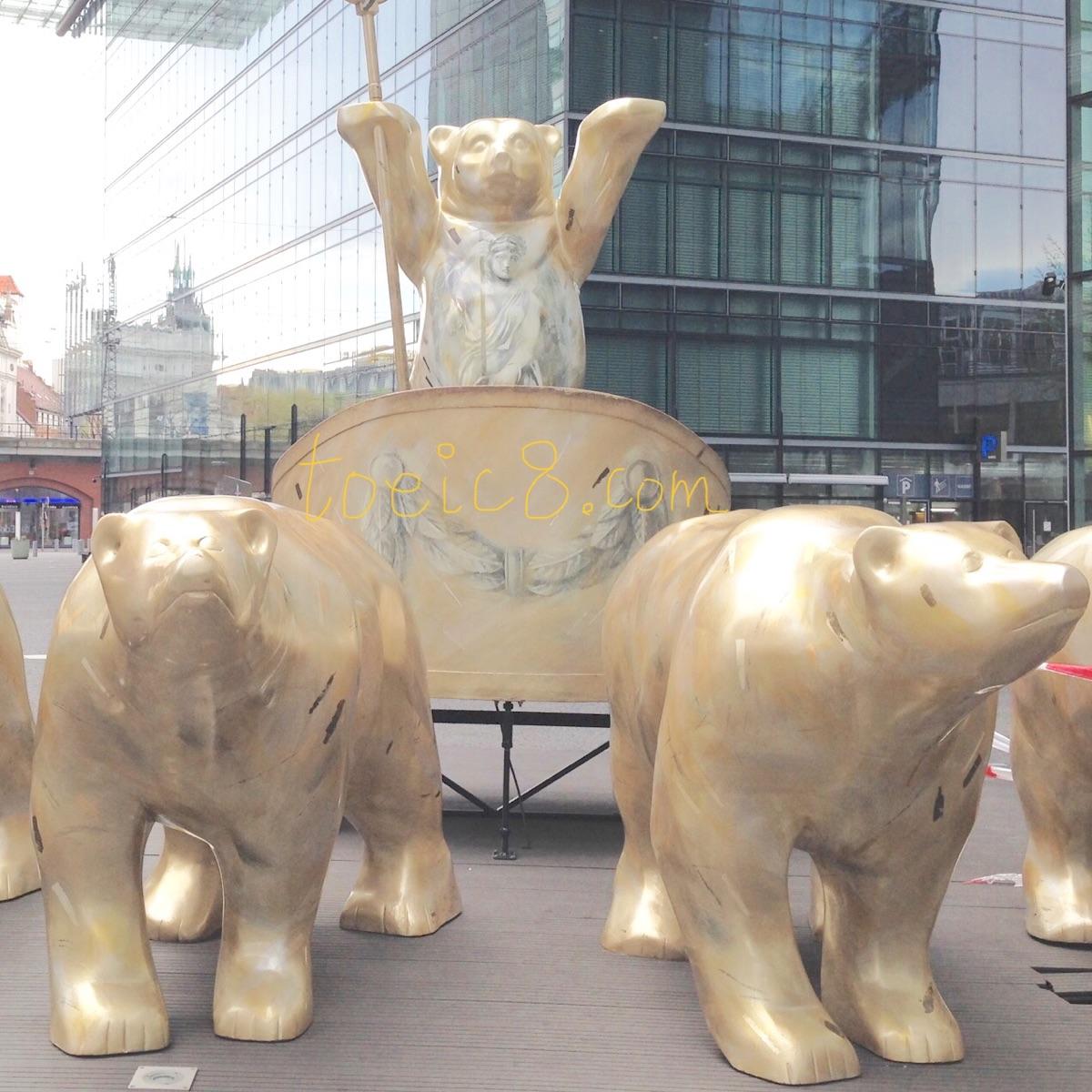 ポッドキャストTOEIC研究室きくメルマガ第11話のエピソード・アートワーク、ベルリンの熊の像です。